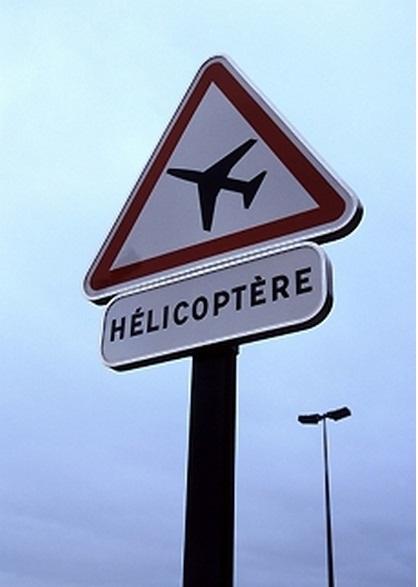Une panneau d'aire de danger aérienne